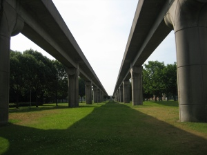 Metro door de Bijlmer